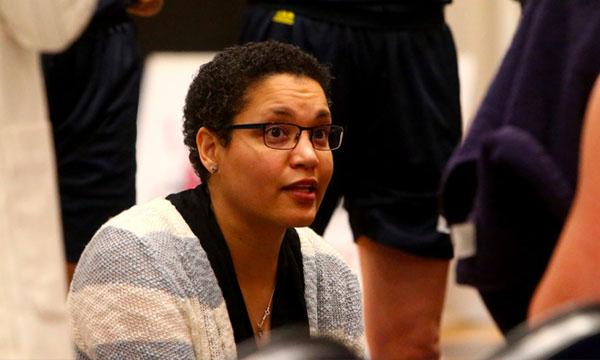 加拿大西三一大学女篮主教练就体育运动的领导力和多样性发表讲话-南海国际学分银行